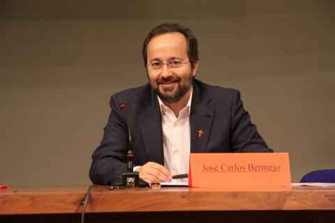 Inicia la formación universitaria dirigida por José Carlos Bermejo